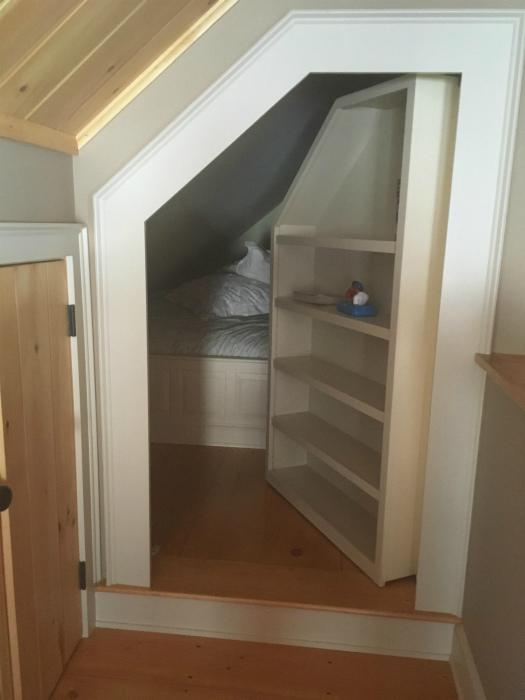 Примерно в такой же комнате жил Гарри Поттер. | Фото: pixmafia.com.