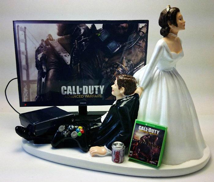 Забавные фигурки в виде жениха и невесты.