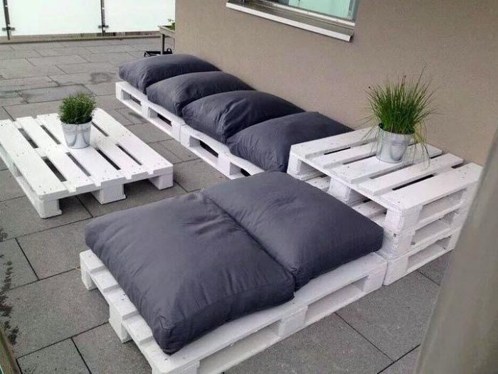 Мебельный гарнитур из поддонов.