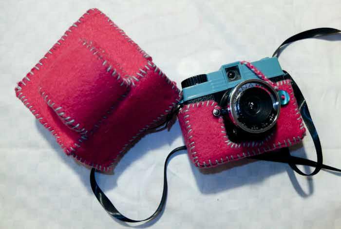 Фетровый чехол для зеркальной фотокамеры.