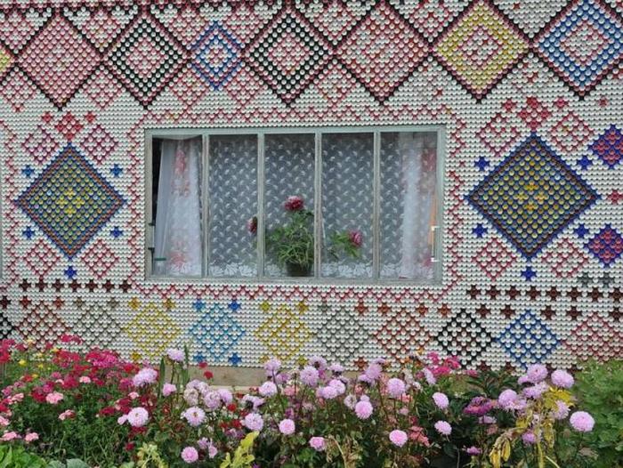 Неповторимая мозаика, похожая на вышивку.