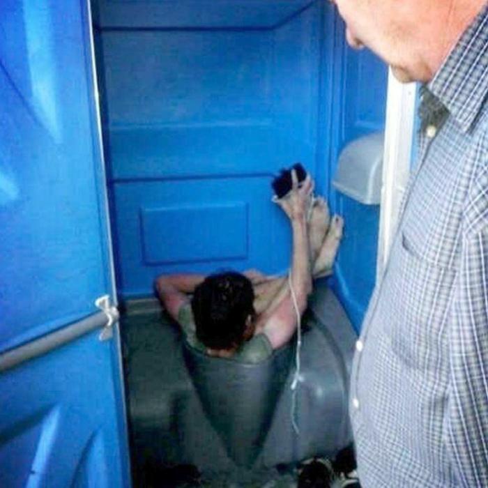 «Ну здравствуй, туалетный чертенок!»