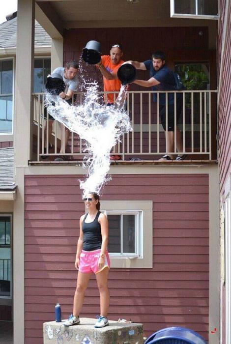 Водные процедуры, которые начались внезапно. | Фото: dymontiger - LiveJournal.