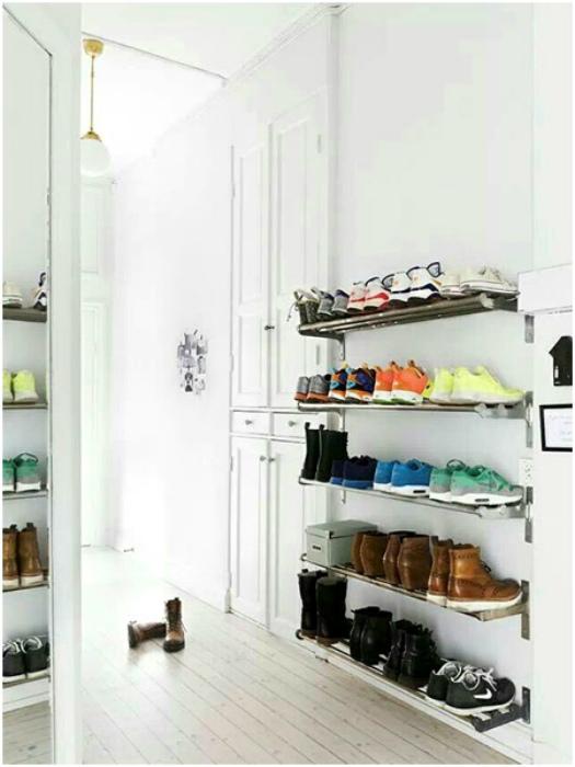 Открытые полки для обуви.