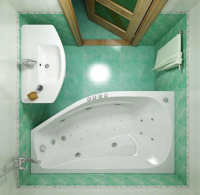 Санузел с большой ванной.