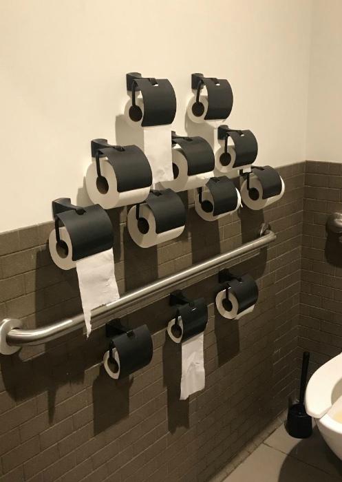 Туалетной бумаги в избытке. | Фото: Reddit.