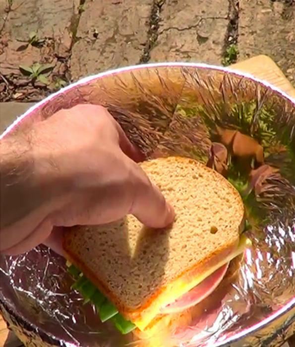 Разогреть еду на природе.