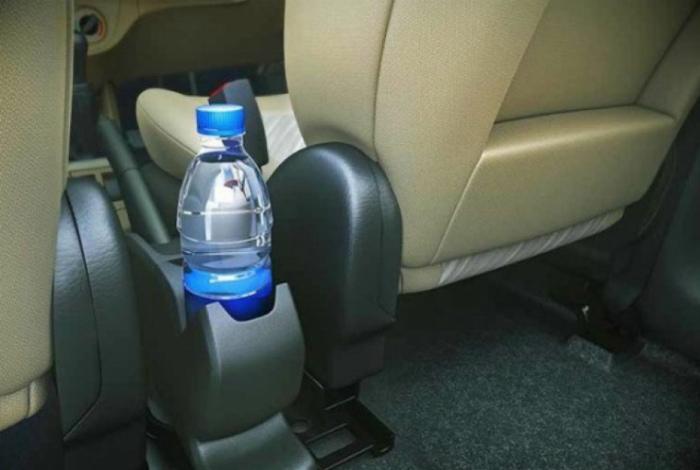 Обычная газировка в пластиковой бутылке.