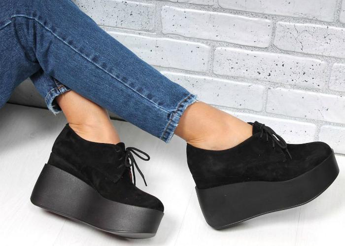 Обувь на высокой подошве, а также обувь на каблуке и платформе.
