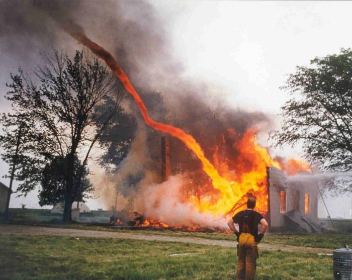 tornado de fuego.
