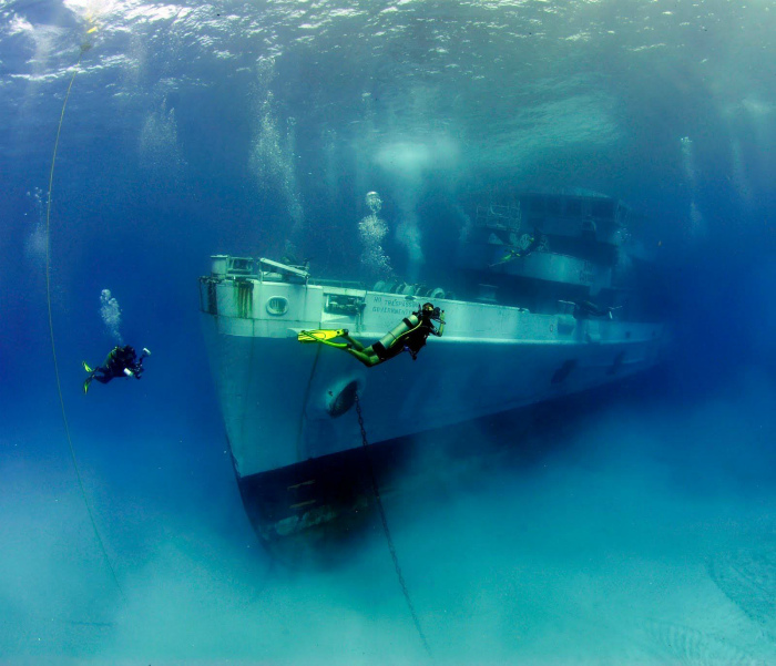 Судно USS Kittiwake на Каймановых островах.