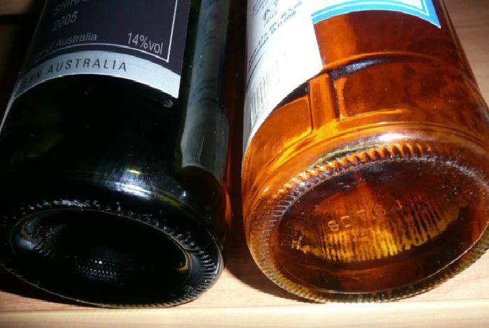 Вогнутое дно бутылок шампанского и вина.