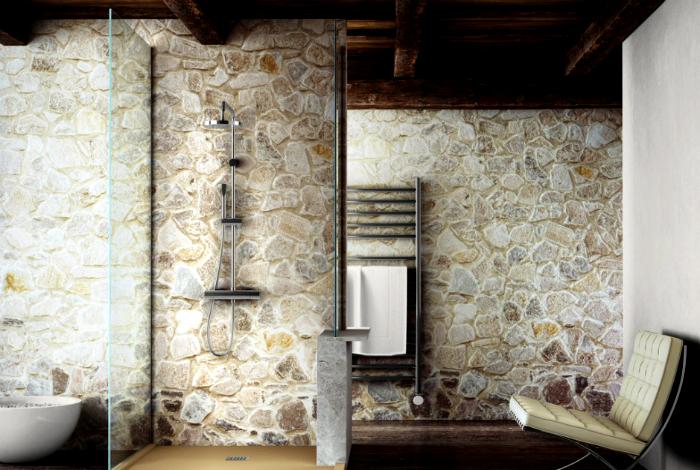 Ванная комната с каменными стенами.