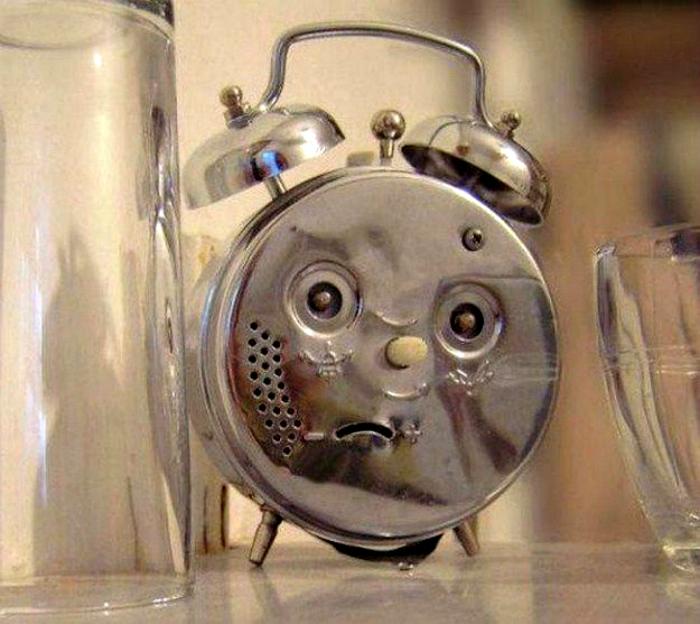 Недовольный будильник.