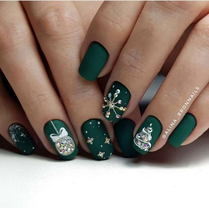 Зеленые матовые ногти с обилием декора.
