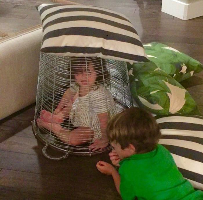 Милые игры со страшим братом. | Фото: Bemethis.