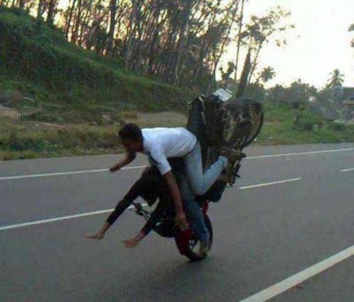 Техника безопасности для мотоциклистов. | Фото: super-interes.ru.