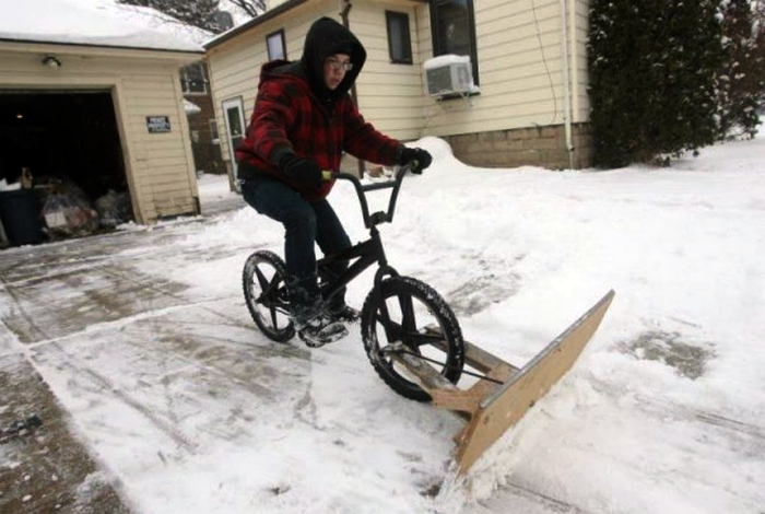 Снегоуборочный велосипед.