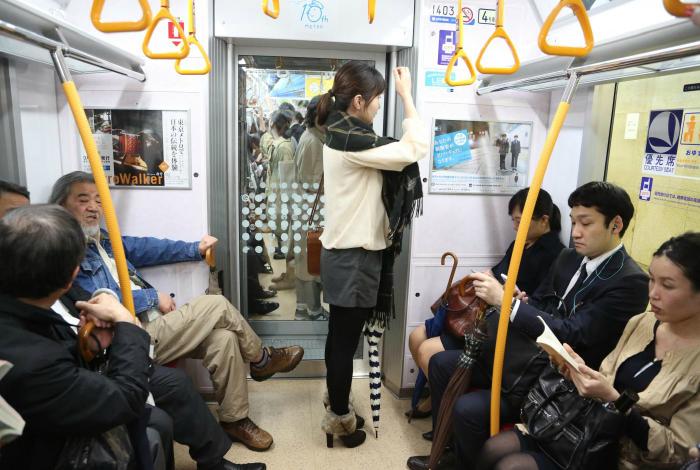 Японские хулиганы секс в метро