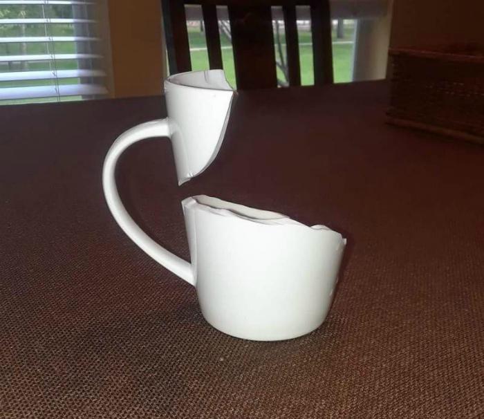 После падения чашка преобразилась!