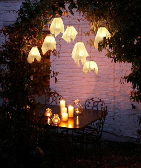 Светильники, украшенные тканью.