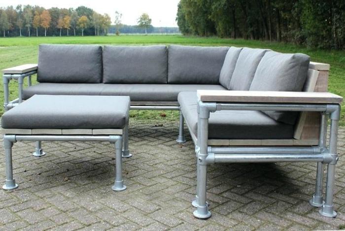 Угловой диванчик. | Фото: Patio Furniture.