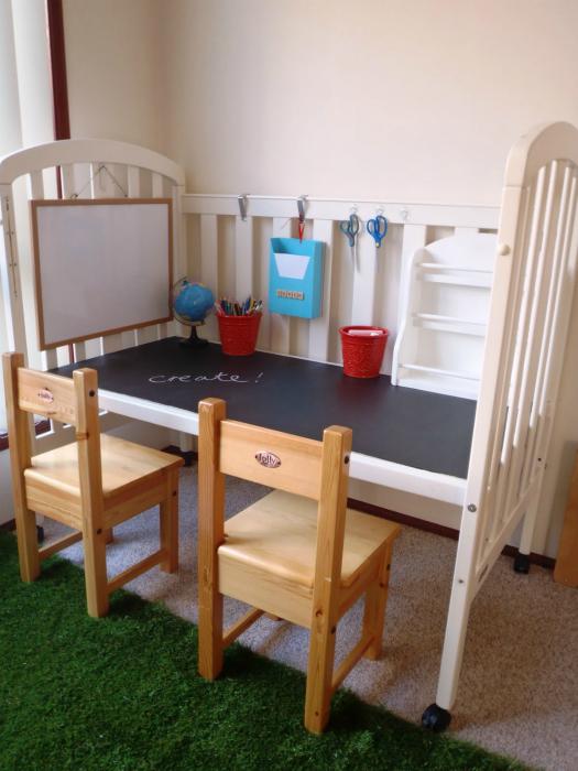 Стол из детской кроватки.