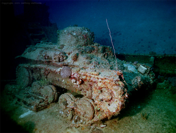 Потонувший танк.