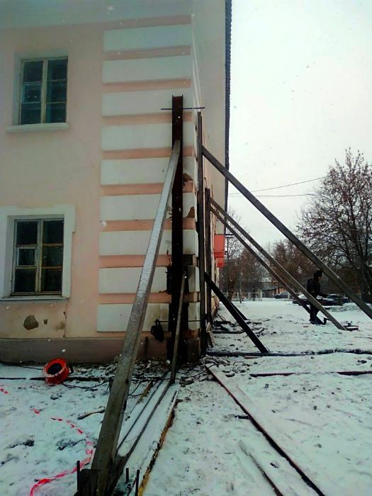 «Капитальный» ремонт дома. | Фото: ura.news.