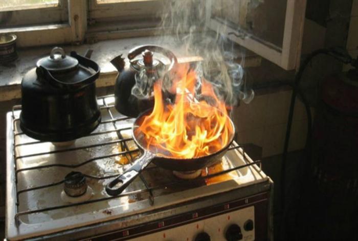 Любой пожар можно потушить водой. | Фото: Ulpravda.ru.