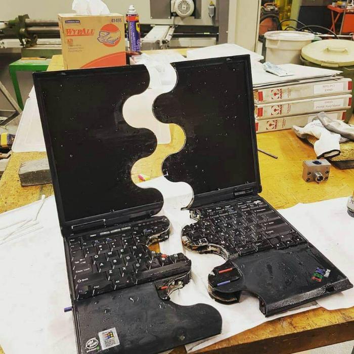Ноутбук в красивом волнистом разрезе. | Фото: Amino Apps.