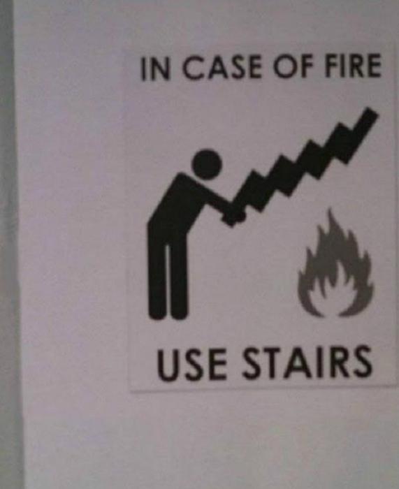 «В случае пожара используйте лестницу!» | Фото: Imgur.