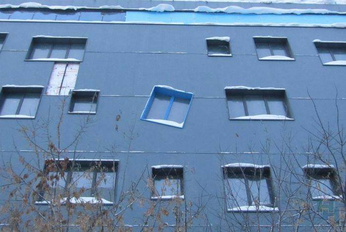 Мы окна и мы не хотим стоять прямо, мы хотим танцевать. | Фото: Пикабу.