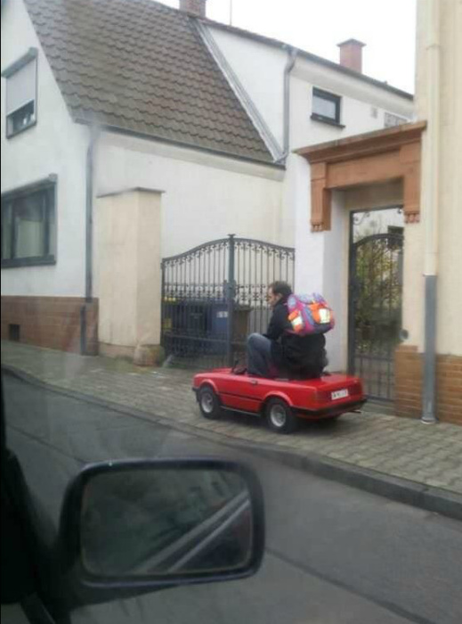 Красный кабриолет.