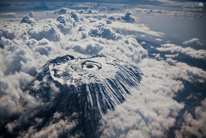 Вершина горы Килиманджаро с высоты птичьего полета. Фотограф: Кайл Мажлов.