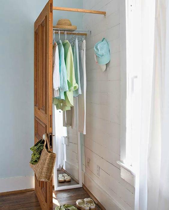 Гардеробная за дверью. | Фото: Shopee.