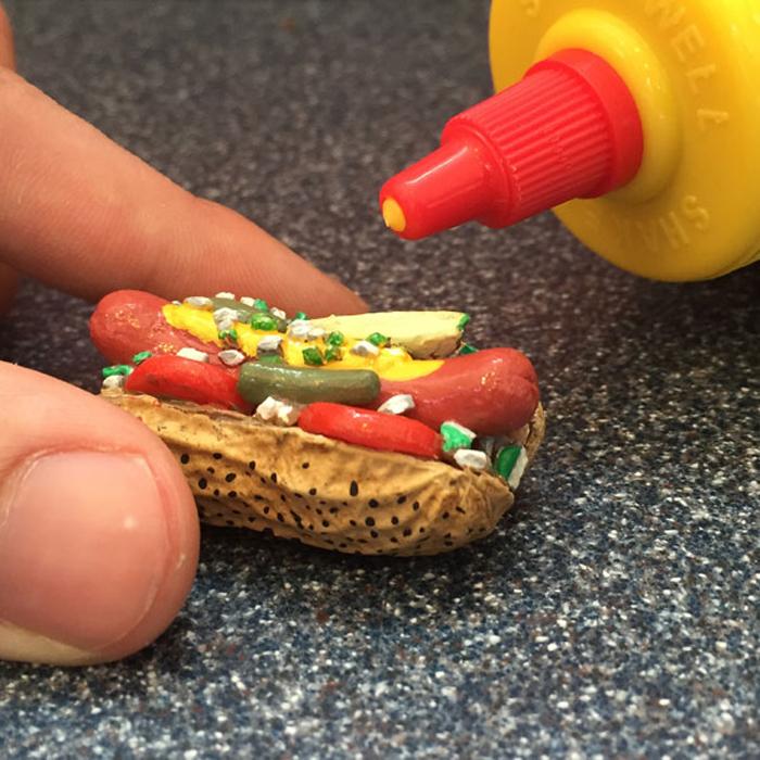 Тот-дог в арахисовой скорлупе.