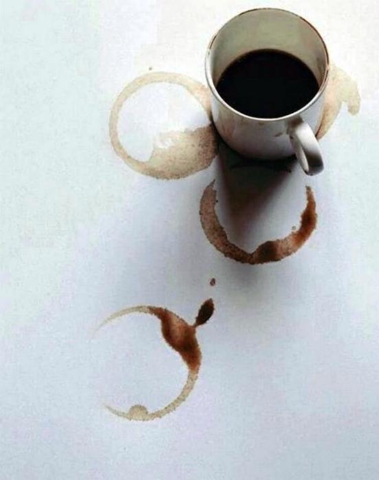 Следы чая и кофе на поверхностях. | Фото: Банка Варенья.