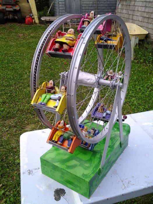 Игрушечное колесо обозрения.