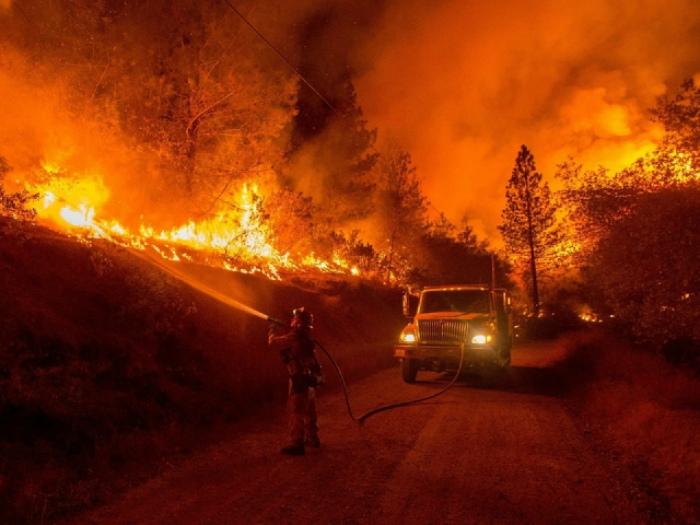 Крупный лесной пожар в Калифорнии.