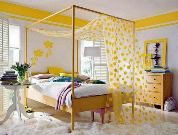 Спальня в бело-желтом цвете.