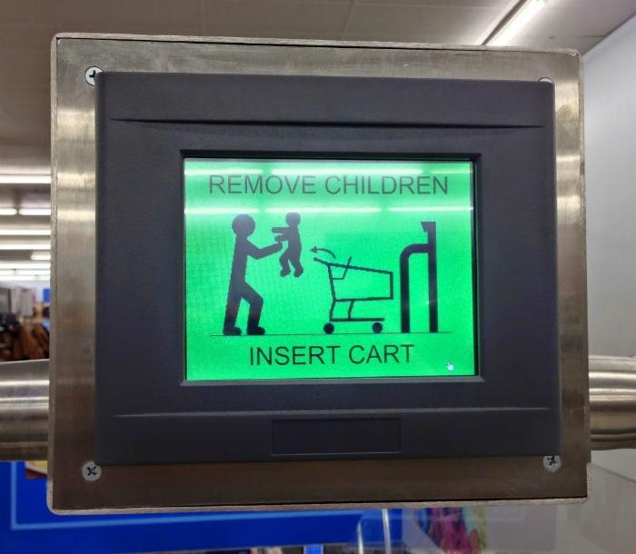 «Вынимайте детей из тележек».