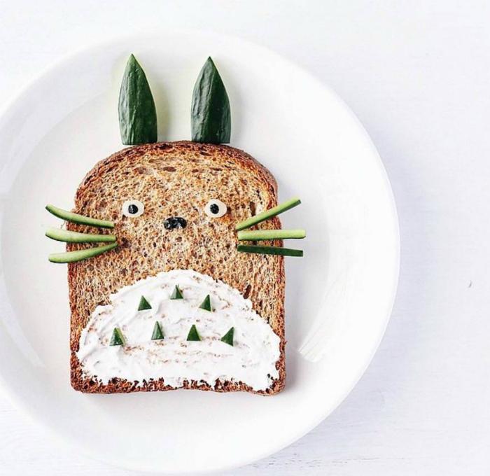 Тост с овощами в виде персонажа из японского мультфильма.