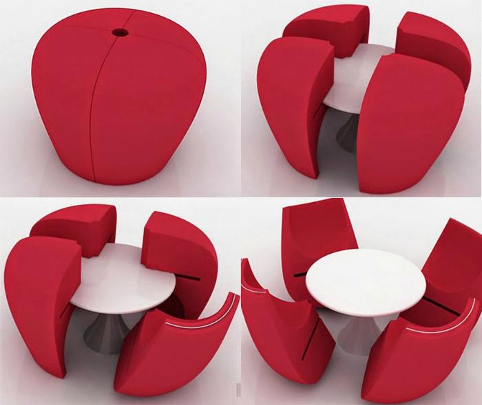 Компактный столик и стулья.