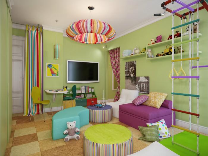 Яркая комната со шведской стенкой и множеством пуфиков для активных детских игр.
