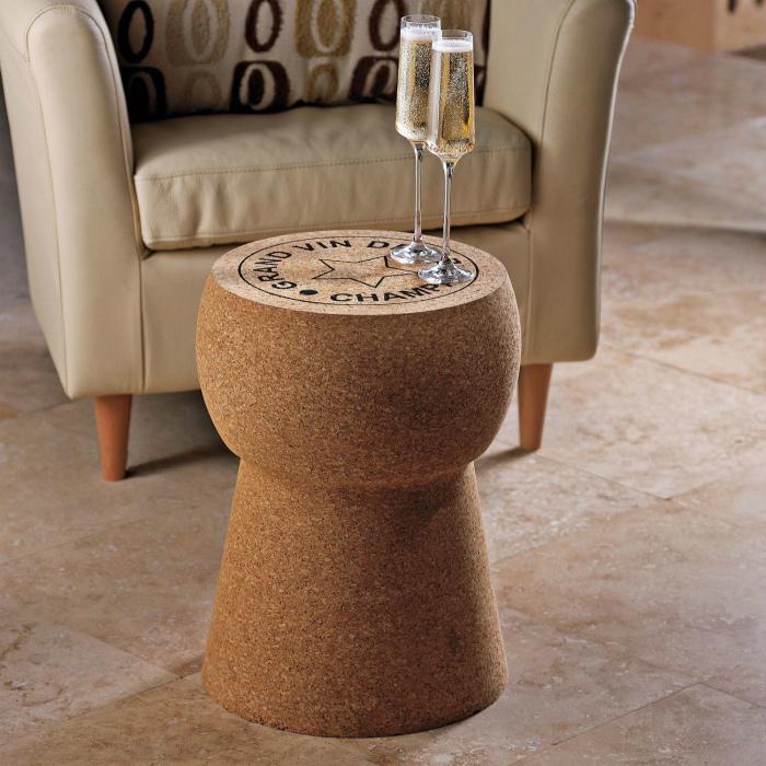 Небольшой столик. | Фото: Pinterest.