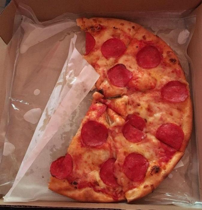 Упаковка для пиццы с подогревом.