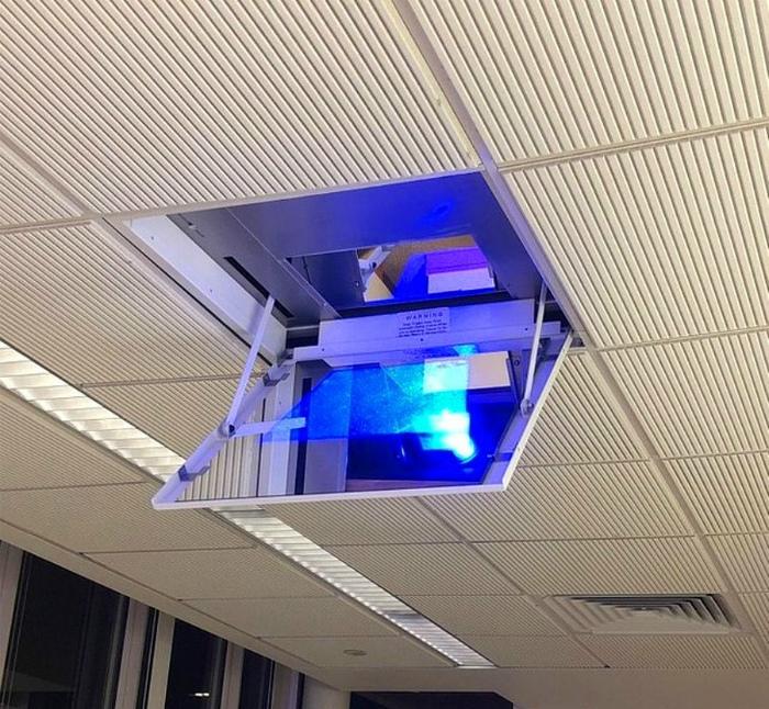 Проектор в потолке. | Фото: Radio Sarajevo.
