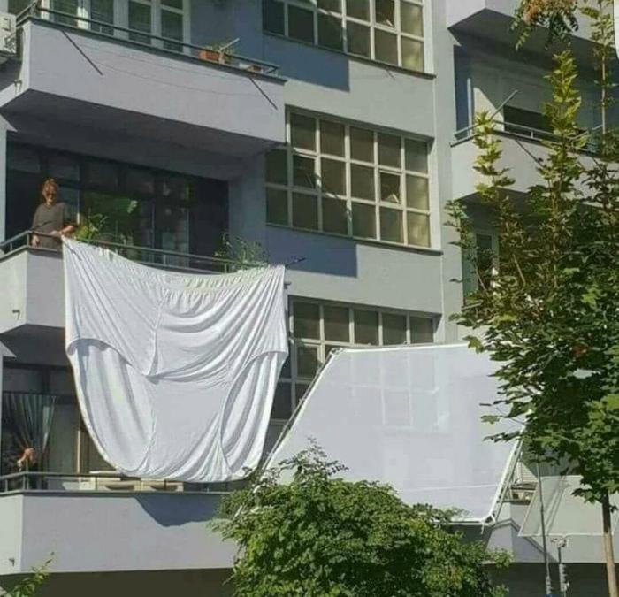 По мнению Novate.ru, в этой квартире живет дама королевского размера.  | Фото: ImgGram.