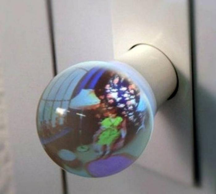 Маленький мир в дверной ручке. | Фото: Dorgio.mn.